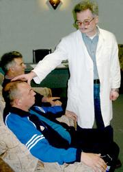 Сеанс психотерапии проводит С.И. Аршинов